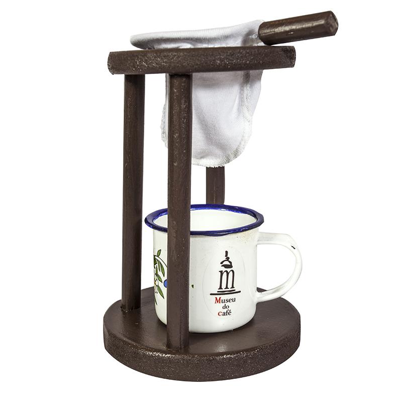 Coador e xícara esmaltada