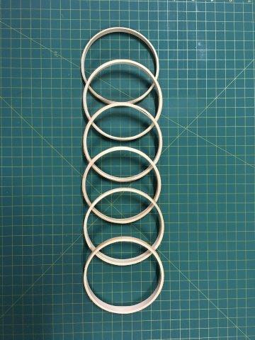 6 argolas simples de madeira para guirlandas e afins. Diâmetro:  12cm. Largura : 1cm. (medidas aproximadas de cada peça)