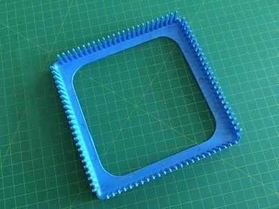 Tear de plástico 24 pinos 18 x 18 cm.