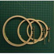 KIT com 3 bastidores (com tarraxa): AT 10, AT 12, AT 14. Diâmetros: 10,12, e 14 cm - (uma unidade de cada)