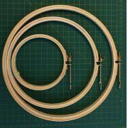 KIT com 3 bastidores: AT 12, AT 20, AT 25 - com tarraxa. Diâmetros: 12, 20, 25 cm - (uma unidade de cada)