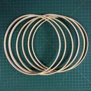 6 argolas simples de madeira para guirlandas e afins. Diâmetro:  25cm. laargura : 1cm.(medidas aproximadas de cada peça)