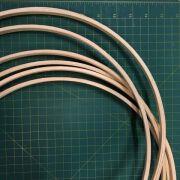 6 argolas simples de madeira para guirlandas e afins. Diâmetro: 40cm. largura : 1cm. (medidas aproximadas de cada peça)