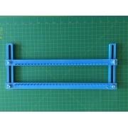 Tear Regulável de plástico com 30 pinos, largura 28,5 cm e altura regulável de até 12 cm.