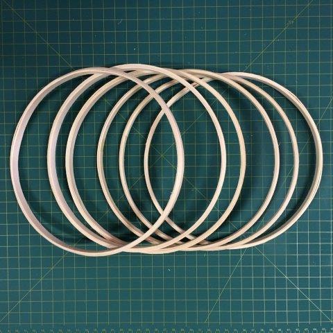 6 argolas simples de madeira para guirlandas e afins. Diâmetro:  22cm. Largura : 1cm. (medidas aproximadas de cada peça)