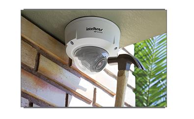 Câmera Intelbras IP VIP E4220Z 960p 1.3 Mp Varifocal 2,8 a 12mm IP66 IK10 IR 20 Metros 28 Leds WDR