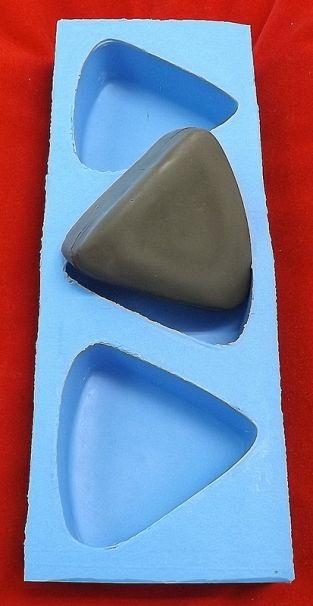 Triângulo 96g ( 7,5x7,5x2,5cm ) - 3 cavidades