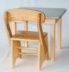 Mesa  50x60 com 1 cadeira de madeira