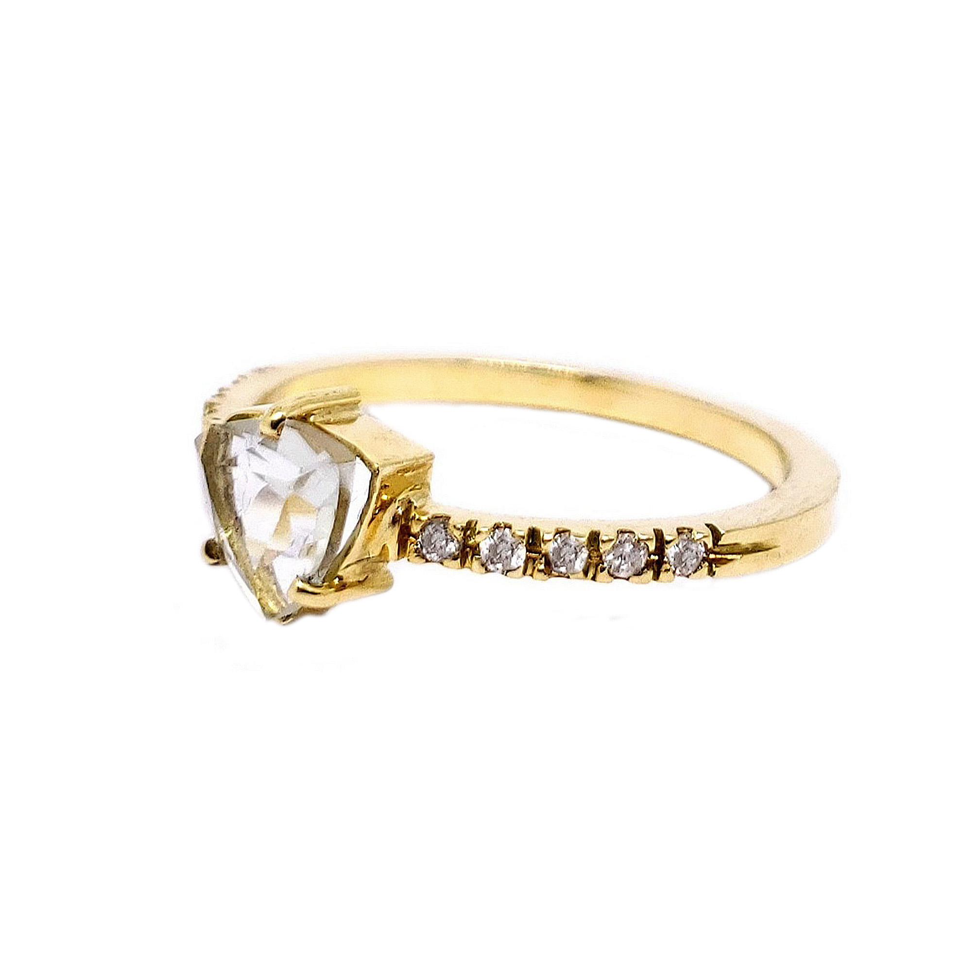 Anel Água Marinha c/ Diamantes em Ouro 18 Kilates