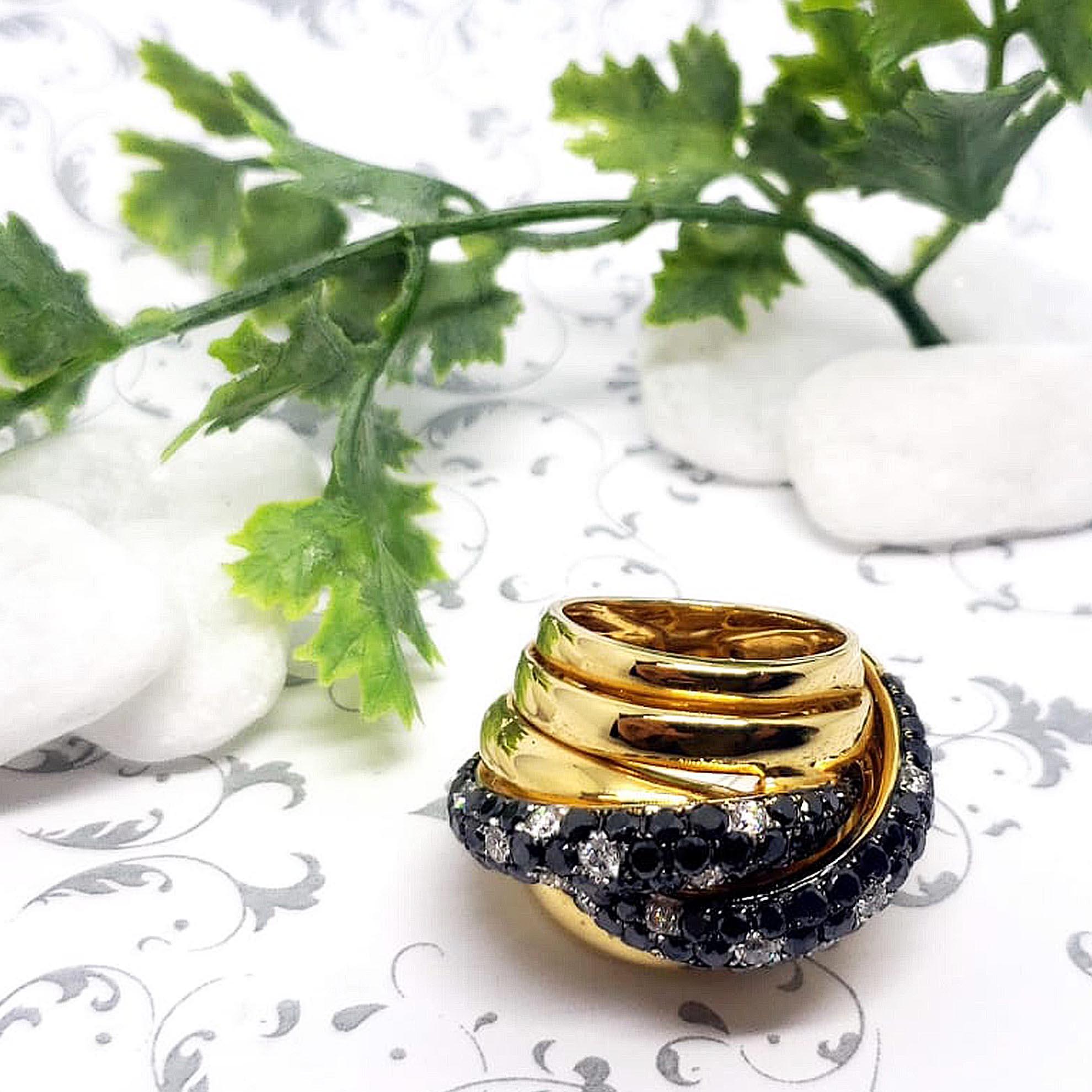 Anel c/ Diamantes Brancos e Negros em Ouro 18 Kilates