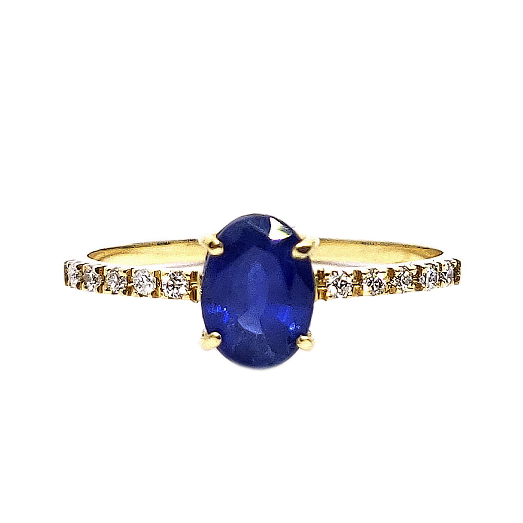 Anel c/ Safira Oval e Diamantes em Ouro 18 Kilates