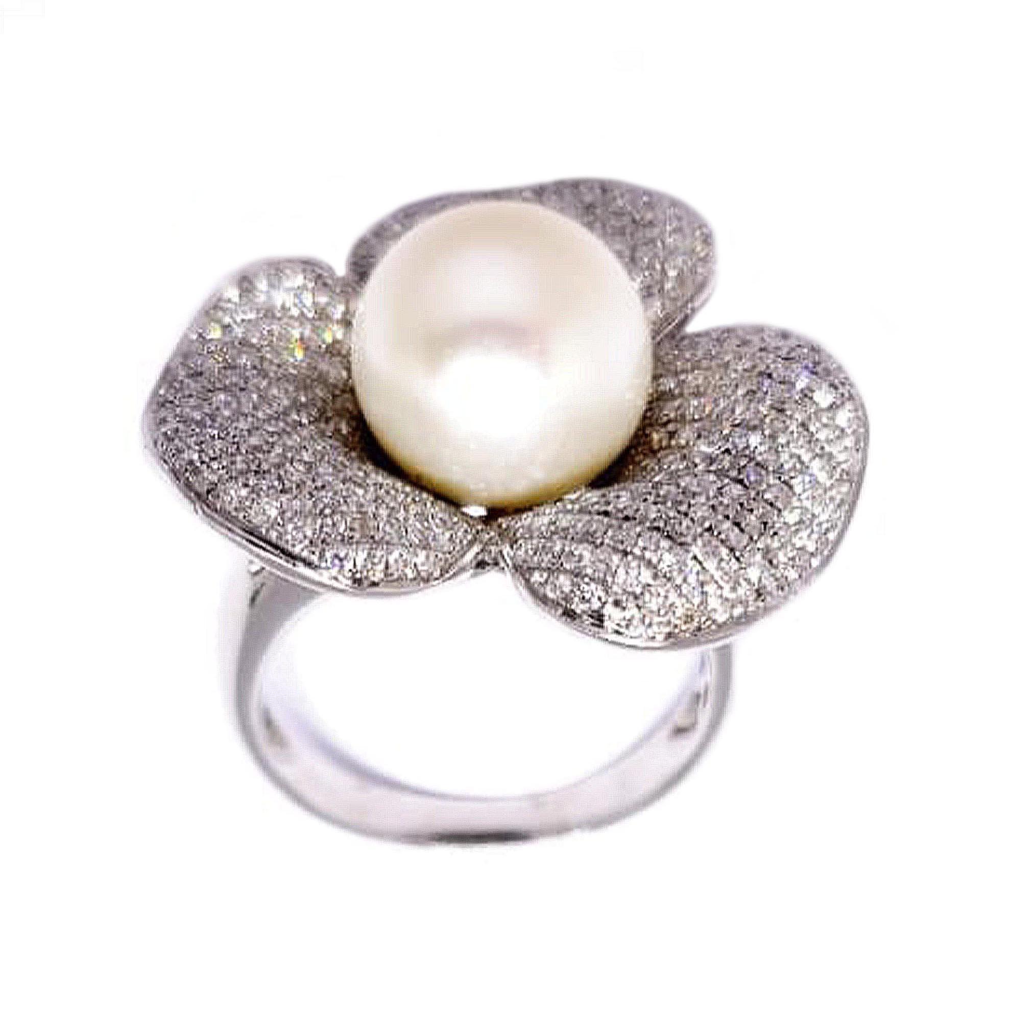 Anel Flor c/ Pérola e Diamantes em Ouro Branco 18 Kilates