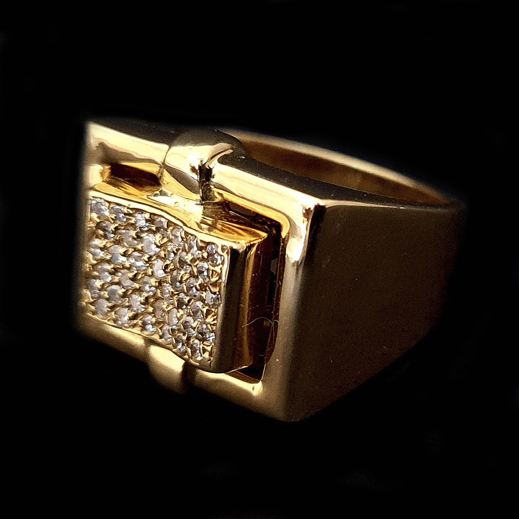 Anel Retângulo Alto c/ Diamantes em Ouro 18 Kilates