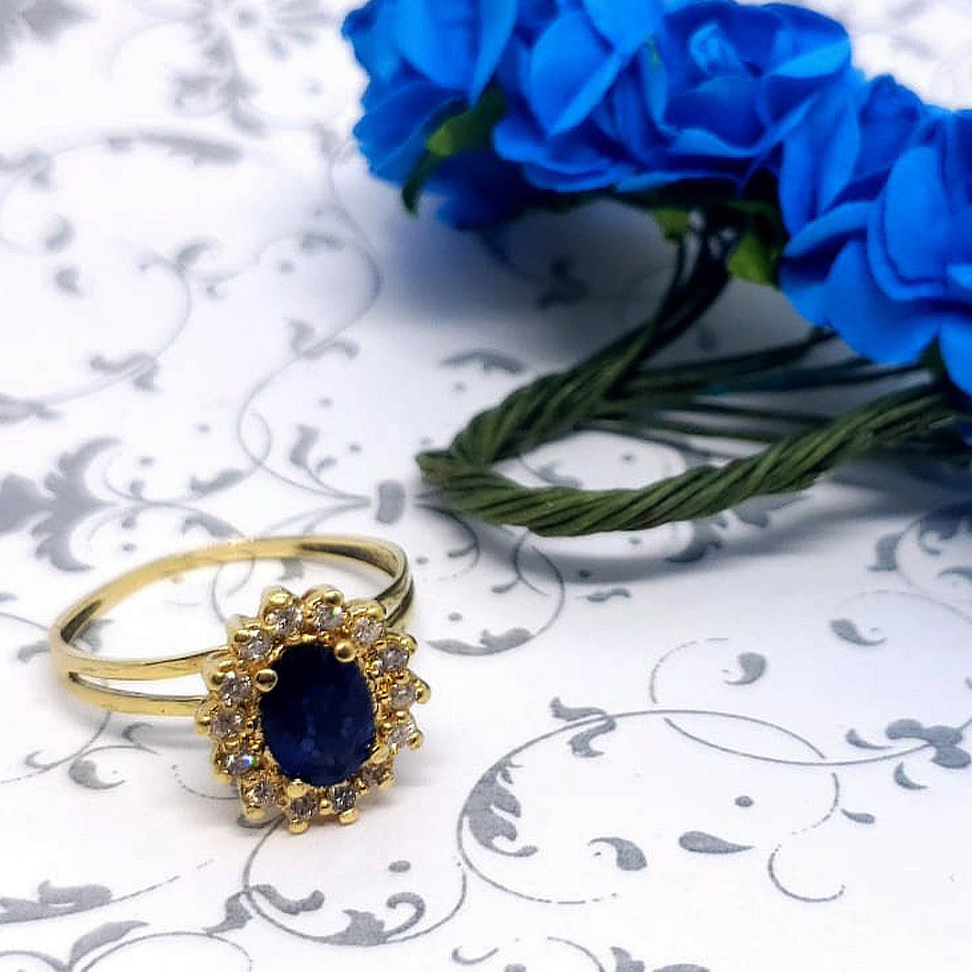 Anel Safira Oval c/ Diamantes em Ouro 18 Kilates