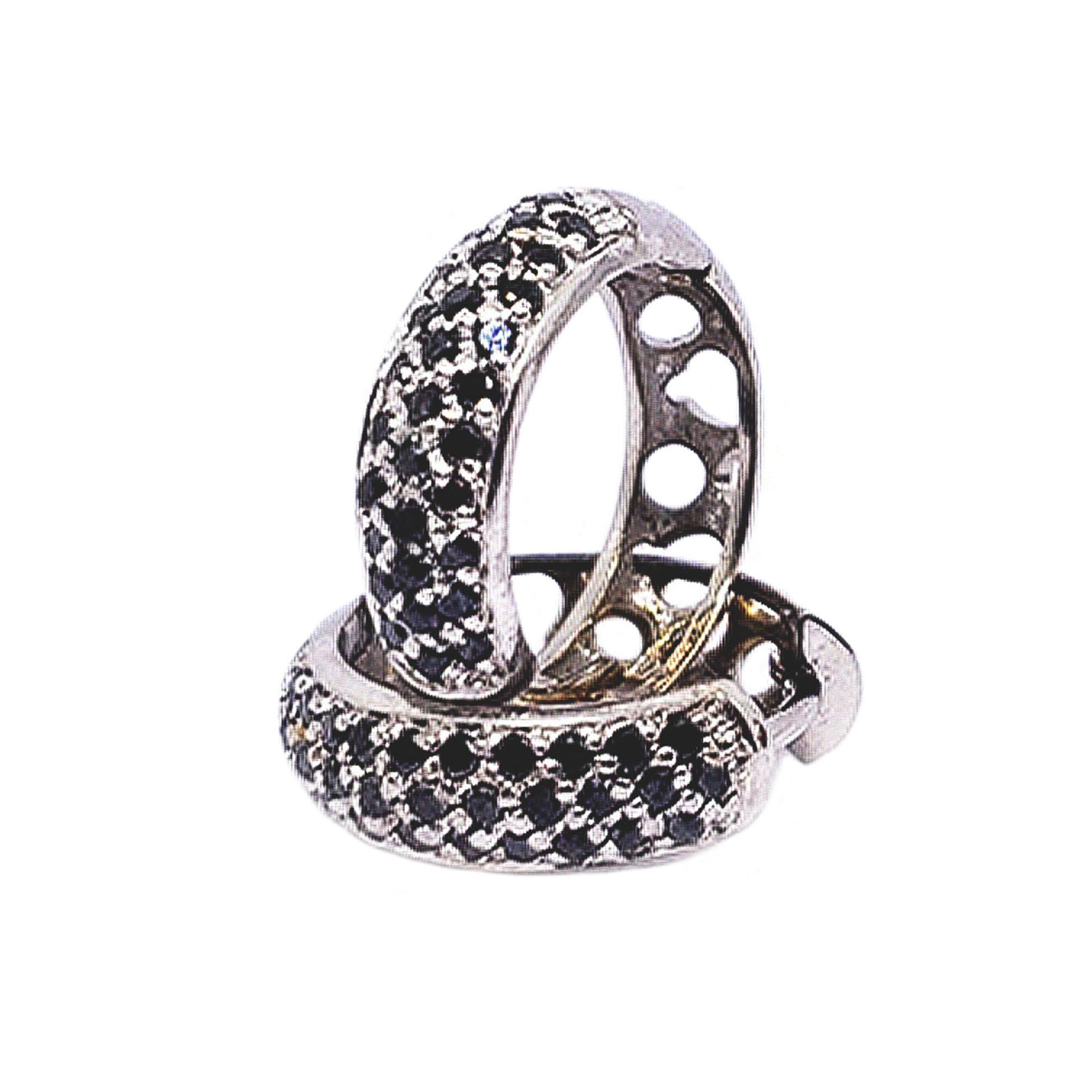 Brinco Pavê c/ Diamantes Negro em Ouro Branco 18 Kilates