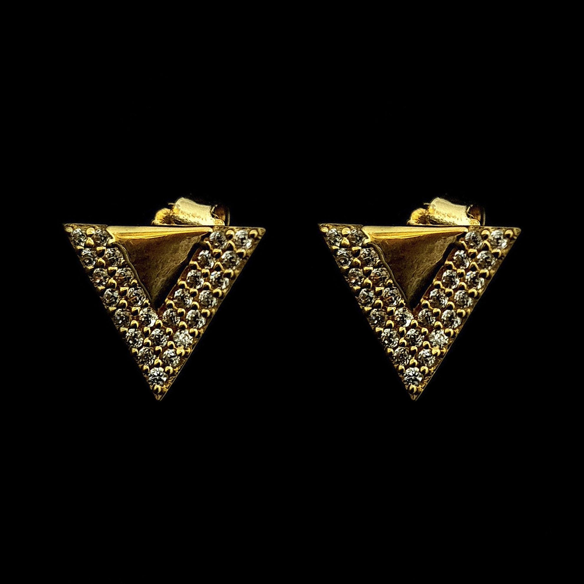 Brinco Triângulo c/ Zircônias Brancas em Ouro 18 Kilates