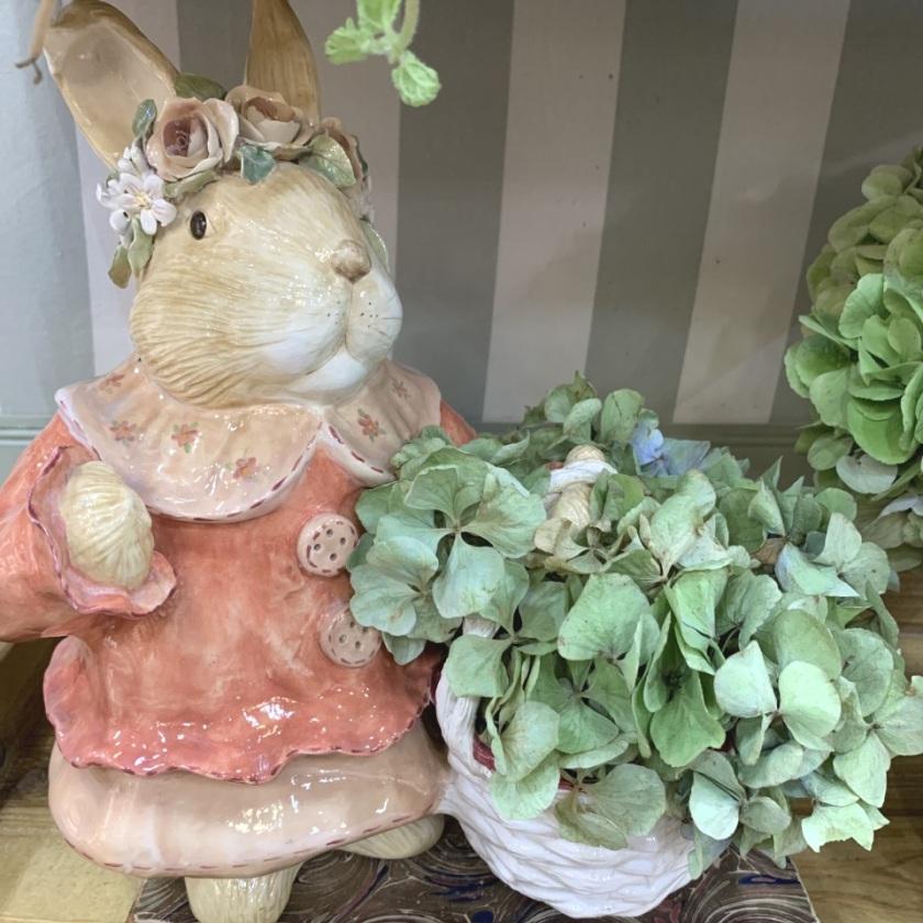 Coelha com Cesta na mão e Rosas na cabeça (A30 x C23) Cód: 9685 - ZC