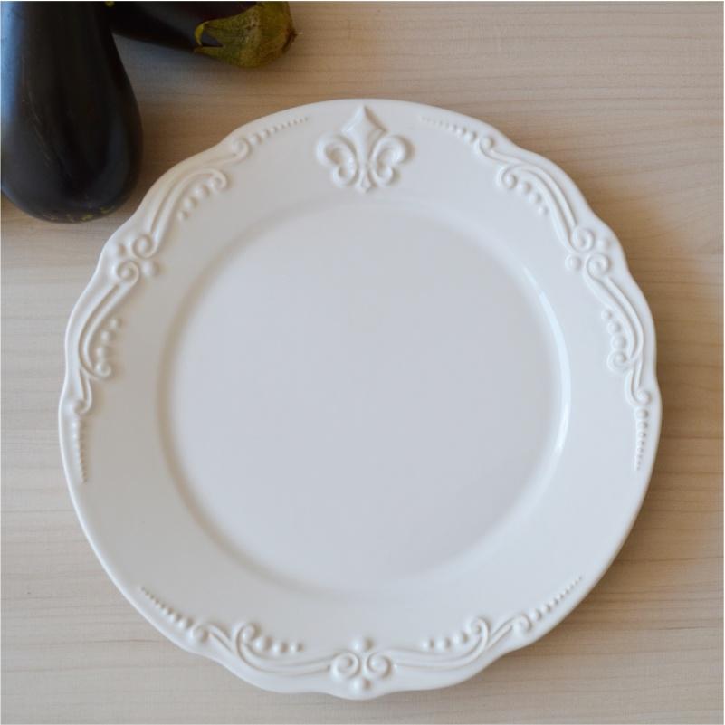 Prato Raso Flor de Lis Branco 27cm (6 Unidades)