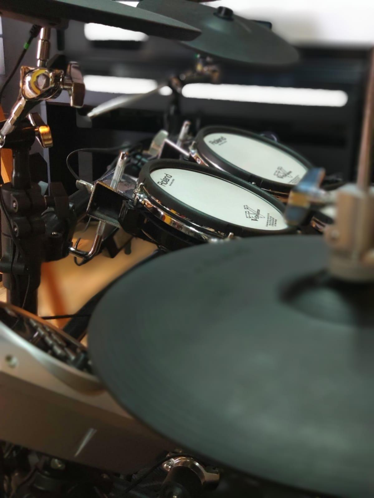 Bateria Eletrônica Roland TD-15KV + Maquina  Chimbal + Tapete Roland - Outlet Premium