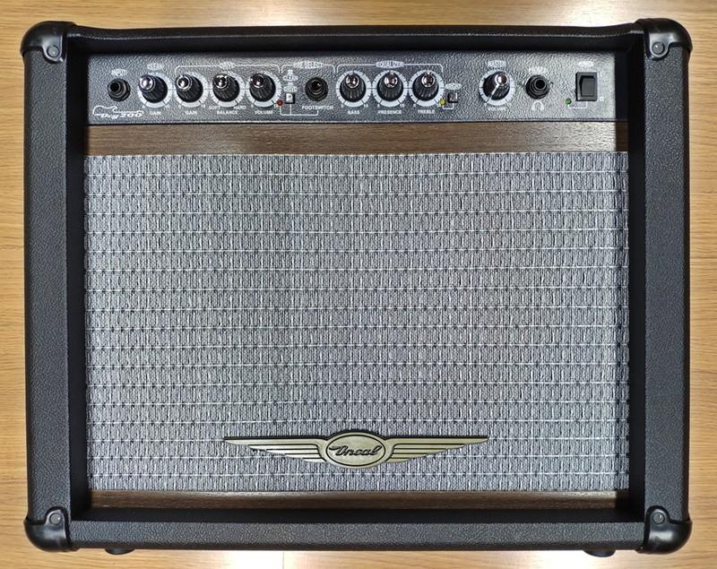 Cubo Guitarra 10 Pol Oneal OCG-200 Preto 60 Watts Bivolt