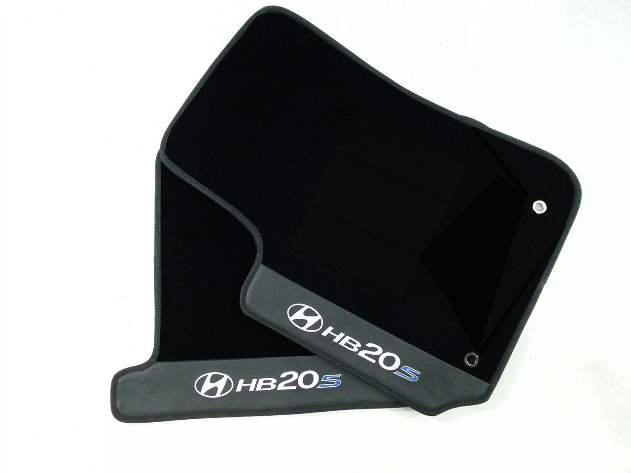Tapete Hyundai Hb20s Borracha Pvc Com Base Pinada Hitto