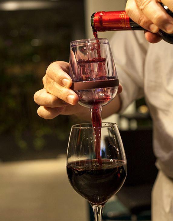 Aerador de vinhos em forma de taça
