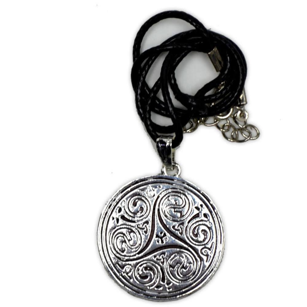 Talismã Colar Mandala Triskle - Banhado a Prata