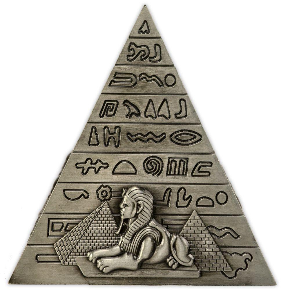 Pirâmide em metal