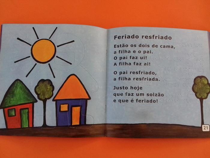 Umbigo- livro colorido, letra ampliada, braille e áudio