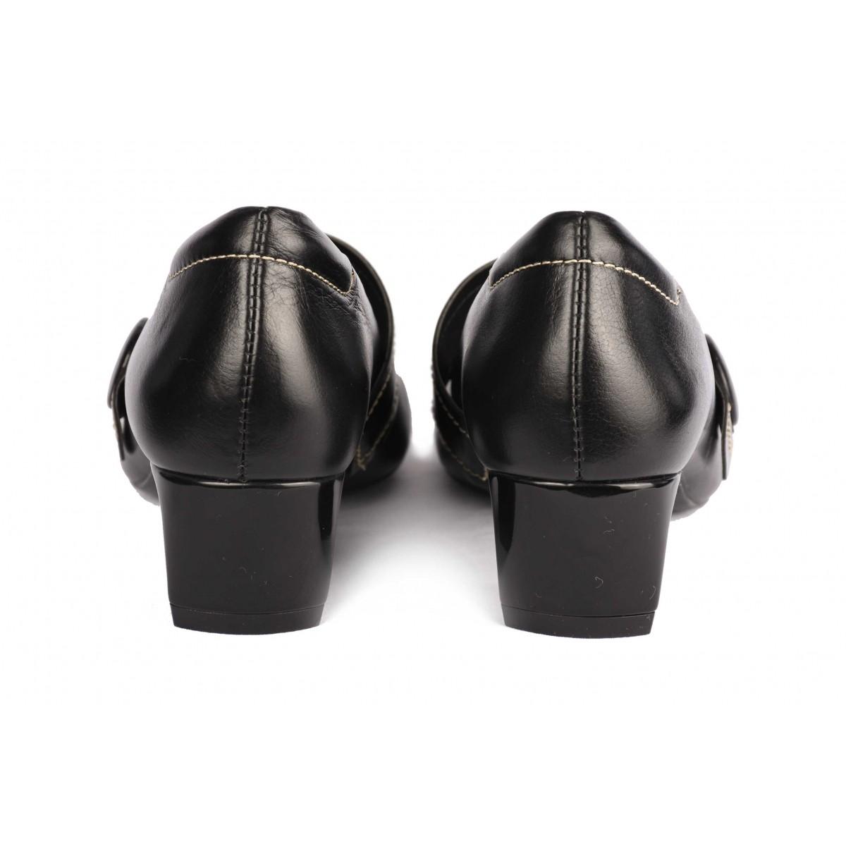 Mocassim Neftali Comfort preto, bico quadrado com passador, salto médio