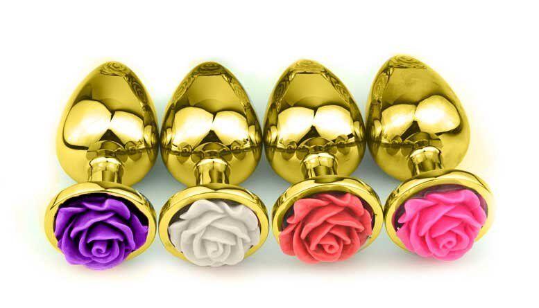Plug Anal Pequeno de Alumínio Dourado com Flor Lapidada em sua Base