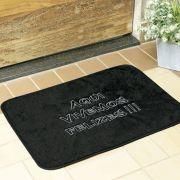 Tapete Retangular Premium Aqui Vivemos Felizes Preto 68cm x 48cm