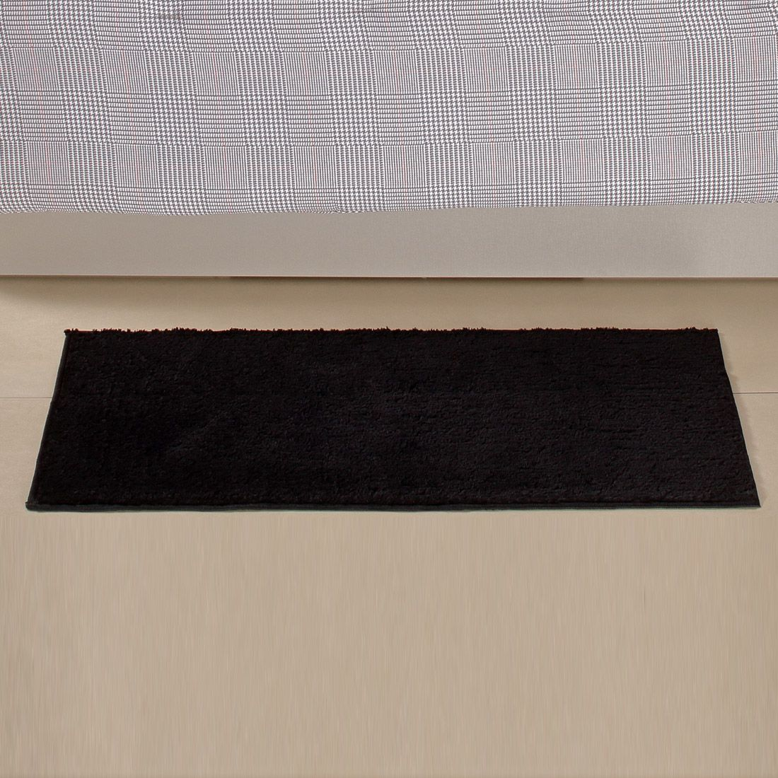 Tapete Retangular Oasis Preto Liso 1,00m x 50cm
