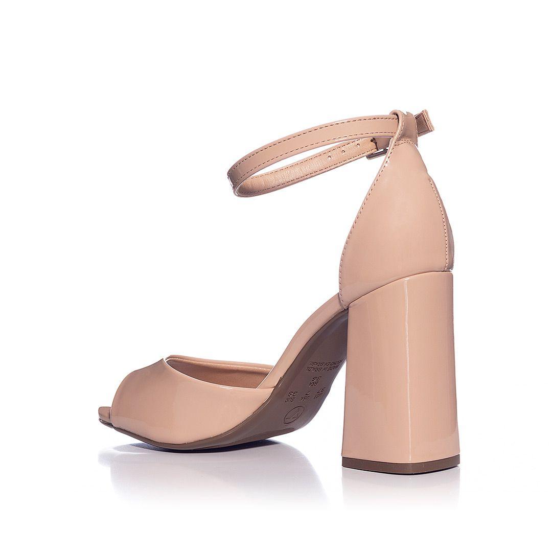 Sandália básica Gisele salto bloco Verniz Nude Via Uno