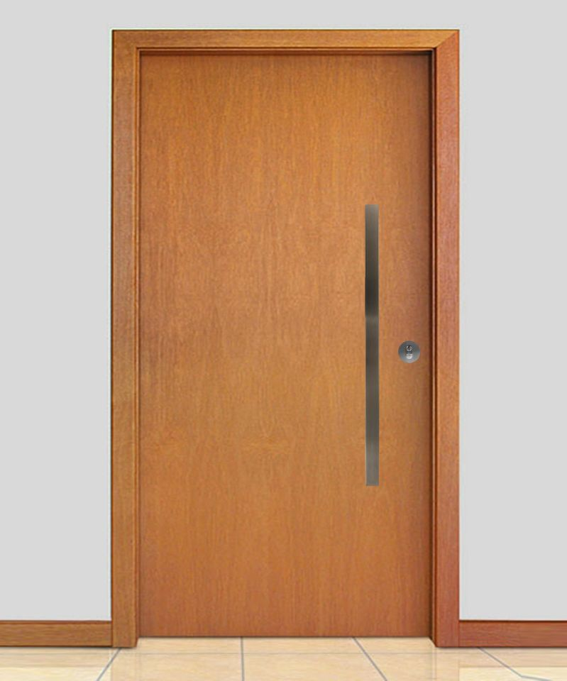 Porta Pivotante Maciça Lisa com Fechadura Trinco Rolete e Puxador em Inox