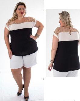 Blusa Plus Size com Recortes e Tule