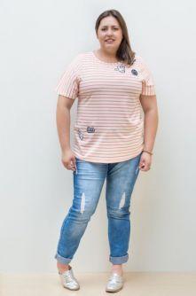Camiseta com Patches Plus Size