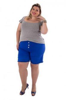 T-Shirt Plus Size com Aplicação de Pedraria e Tule