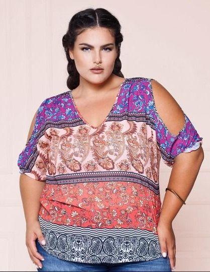 Blusa Plus Size em Chiffon com Aberturas nos Ombros