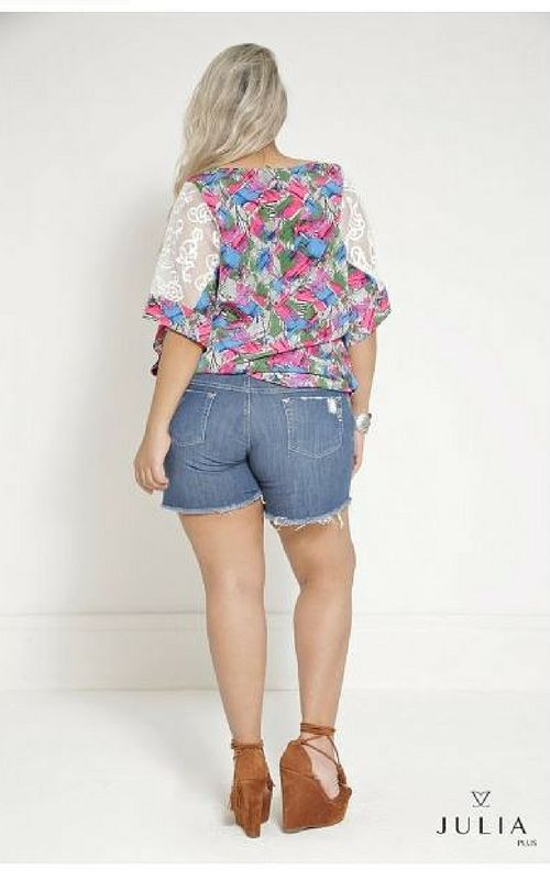 Blusa Plus Size Estampada com Renda