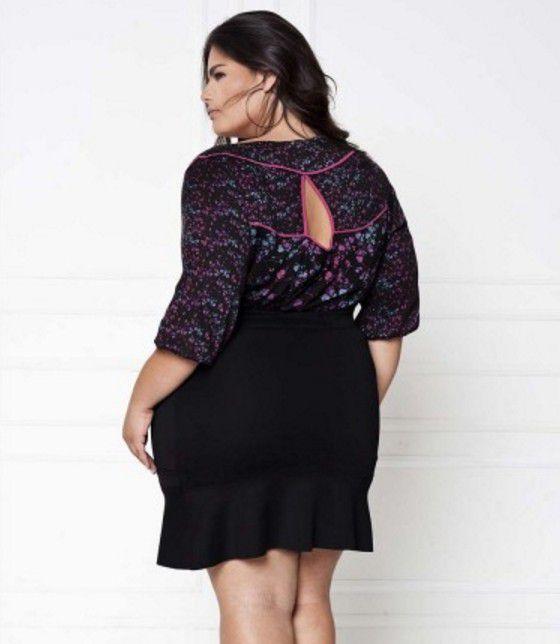 Blusa com Recortes Plus Size Modelo Bata com Detalhes