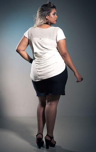 Blusa com Recortes nas Costas Plus Size