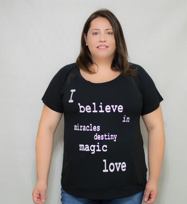 Camiseta Plus Size I Belive com Detalhes em Chiffon