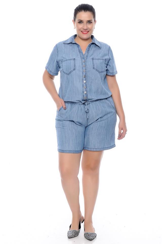 Macaquinho Jeans Plus Size Feminino