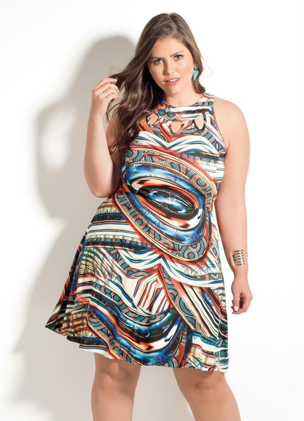 Vestido Plus Size com Detalhes Vazados Abstrato