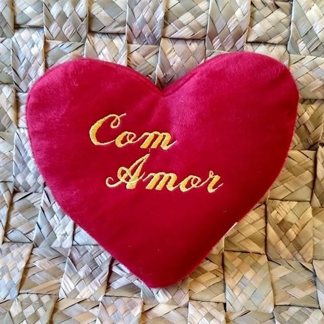 Almofada pelúcia em formato de coração 24cm