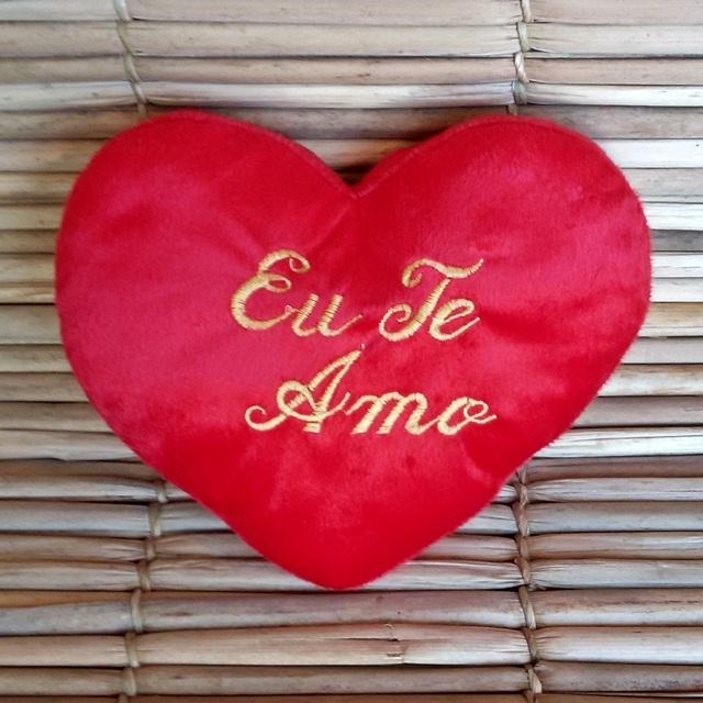Almofada pelúcia em formato de coração 30cm