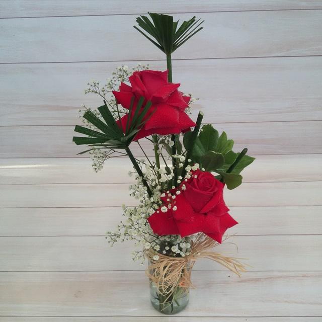 Arranjo 2 rosas colombianas no vidro