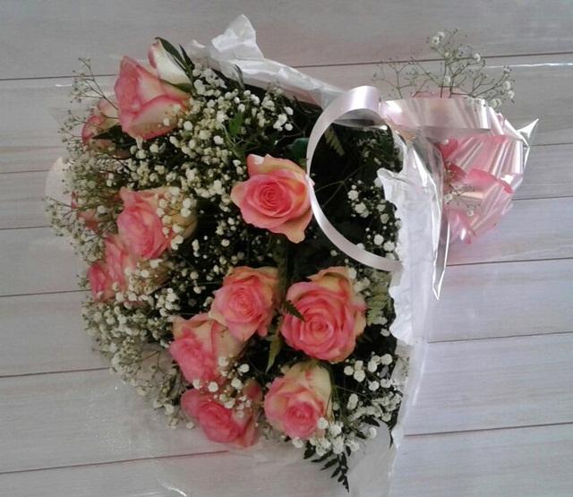 Buquê 12 rosas cor-de-rosa
