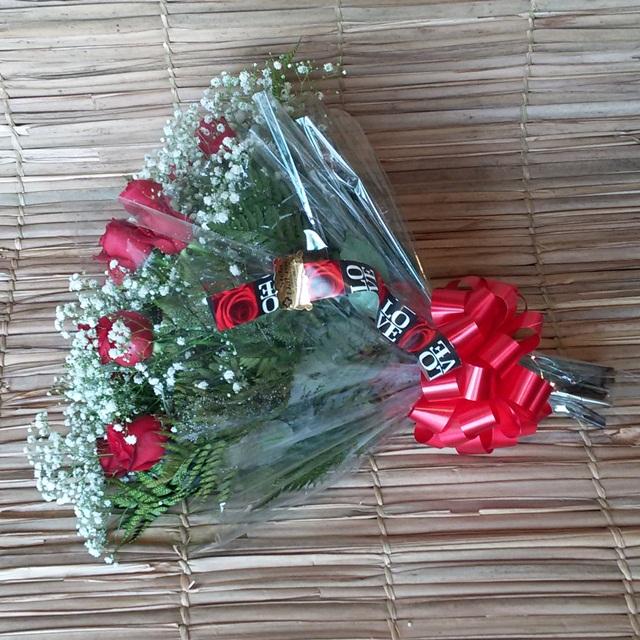 Buquê 18 rosas carolas